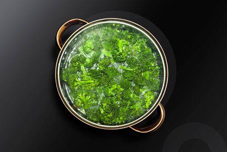 Green broccoli cooked in a saucepan Stockfoto