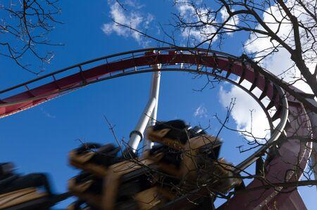 caida libre: Rollercaster en parque de atracciones de Tivoli, Copenhague, Dinamarca