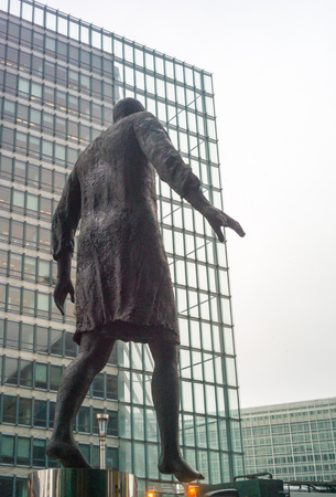 Bruxelles: Statue in ONU area, Bruxelles