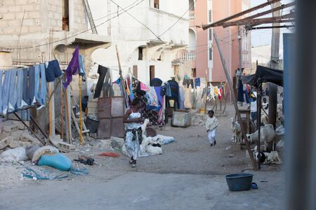 urban life: La vida urbana en las calles de Saint Louis, Senegal