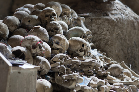 cólera: Ossuary in Naples in which are buried victims of plague and cholera Foto de archivo
