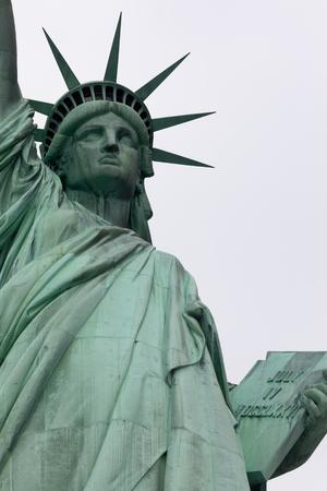 estatua de la justicia: La estatua de la libertad es una estatua colosal de cobre, diseñado por Auguste Bartholdi, y construido por Gustave Eiffel