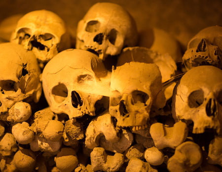 colera: Ossuary in Naples in which are buried victims of plague and cholera Foto de archivo