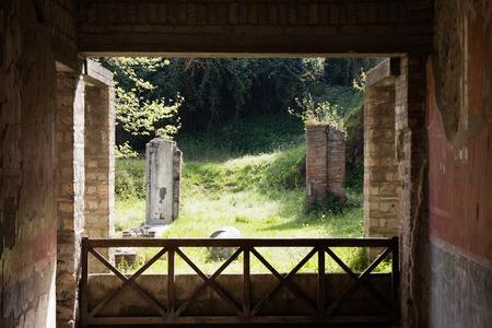 3. APRIL 2016. Torre Annunziata (Neapel), Italien Altes römisches Fresko stellte eine Szene der römischen Mitologie in der Poppeas Villa dar Standard-Bild - 81827675