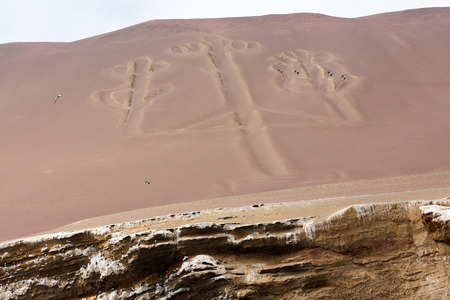 Ancient large-scale geoglyph Candelabrum figure in Paracas national park Reklamní fotografie