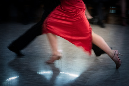 Detail of tango dancers in milonga ballroom Banque d'images