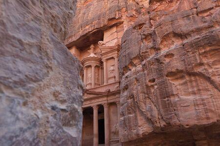 Vista dal Siq all'ingresso della città di Petra, Giordania Archivio Fotografico