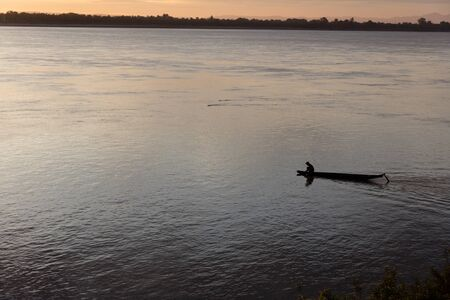 Sunset on Mekong river with fisherman, Laos Stok Fotoğraf - 140605377