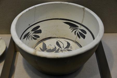 glaze: White glaze bowl