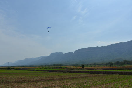 parapente: Linzhou Taihang mountains and rivers of southern paragliding contest Editorial