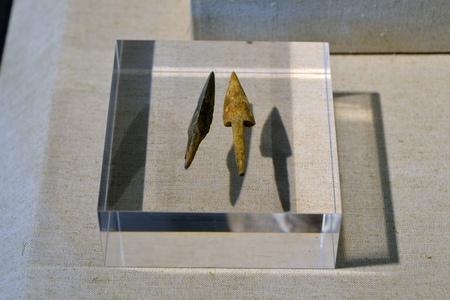 arrowheads: Bone arrowheads