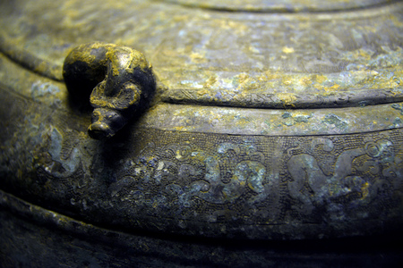 ding: Close-up of a bronze Ding