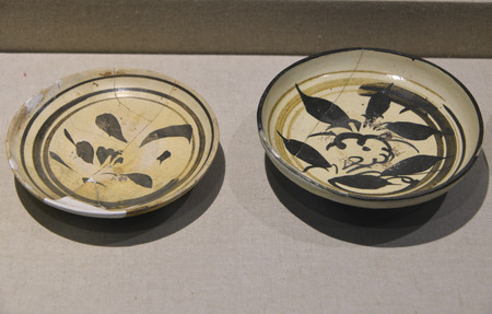 yuan: Jin and Yuan times white black flower Bowl