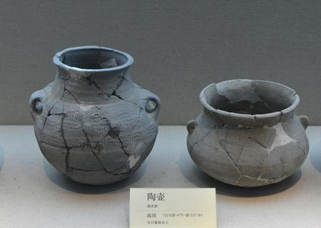 ollas de barro: Clay pots Editorial