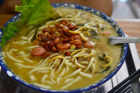 the local characteristics: Sichuan noodles with peppery sauce
