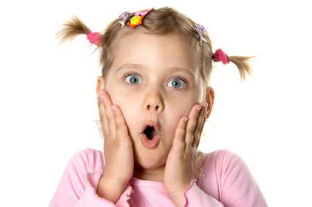 scared child: Sorprendido ni�a. Aislar en blanco  Foto de archivo