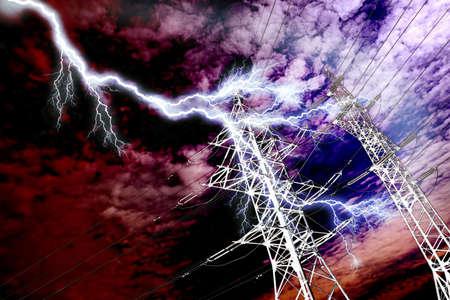 torres de alta tension: Rayo a eléctricas de alta tensión línea de pilar Foto de archivo
