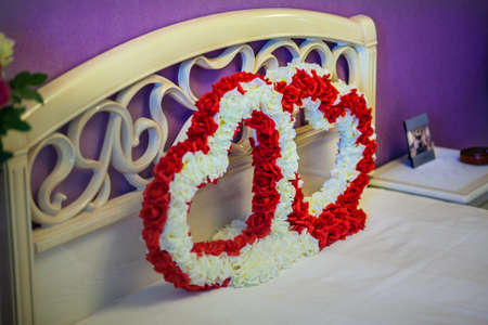 Decorate flowers hearts on the bed in the bedroom Stok Fotoğraf - 34241117