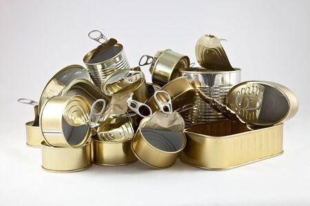 botellas vacias: latas