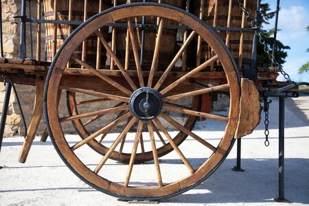 casks: ancient wagon of wood of transport of goods