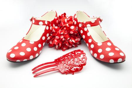 lunares rojos: zapatos de baile típicos españoles manchados