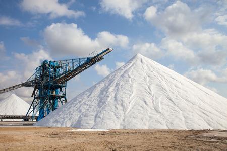 無機酸の塩鉱山の露天掘りで 写真素材