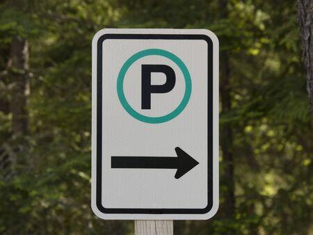 상징적 인 주차 기호 고립 된 사진