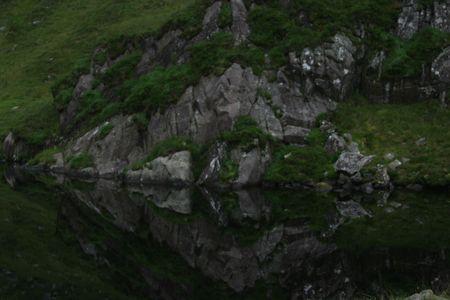 berg reflextion op het meer