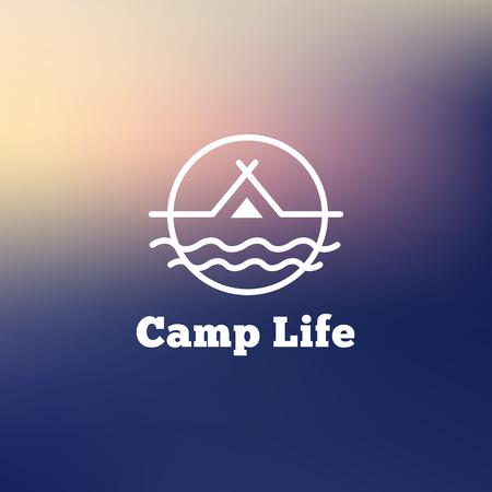 logotipo turismo: Vector de la insignia de moda esquema de camping. Tienda en una señal de marca inconformista río Vectores