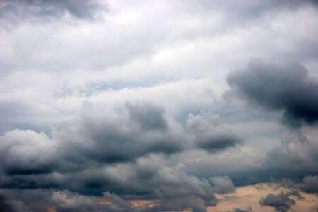 burzliwy chmury w późnym popołudniem