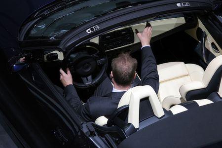 wypróbowanie nowego samochodu Cabrio Zdjęcie Seryjne
