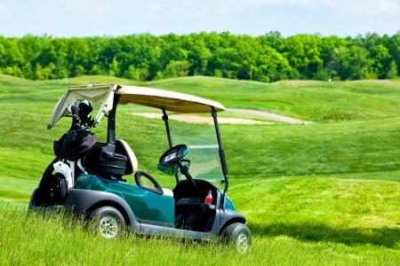 Golf club car at golf field Standard-Bild