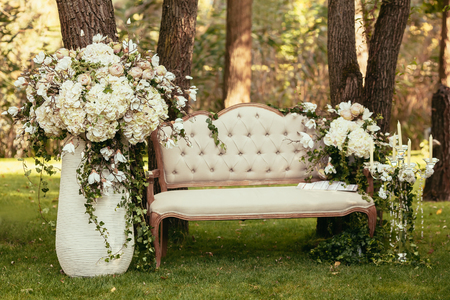 luxury wedding decorations with bench, candle and flowers compisition on ceremony place 版權商用圖片