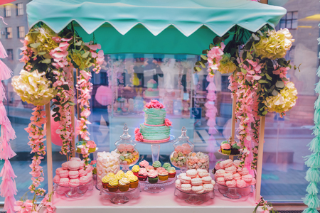 pinky: Candy Bar in pinky colors. Delicious sweet buffet with cupcakes and wedding cake. Sweet holiday buffet with marshmallows and other desserts.
