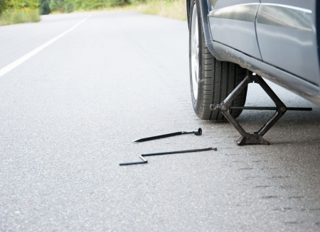 Changing the car wheel on the road