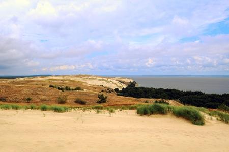 Hermoso de Split Lituania Curonian En el lado derecho _ laguna de Curlandia, en el lado izquierdo - Mar Báltico