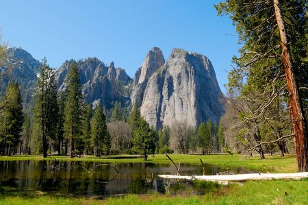 Vista del Parque Nacional de Yosemite en California, EE.UU. photo
