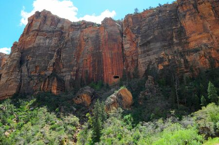 gallerie: Zion Canyon National Park - Impassable Barrier with view of tunnel window, Utah, US