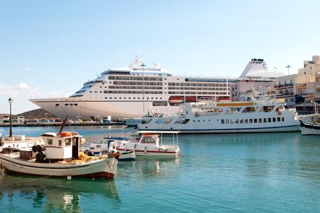 kreta: Ships in Agios Nicolaos, Crete Island, Greece