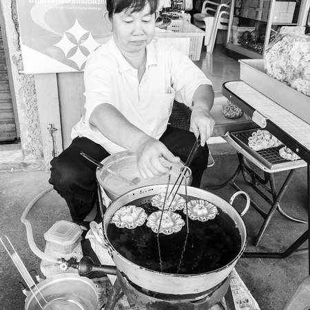 ambulant: Bangkok, Thailand - May 24, 2014: Unknown street vendor prepares traditional Thai food  on May 24, 2014 in Bangkok, Thailand.Street food vending is very common in Thailand and also a main tourist attraction.