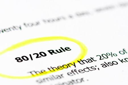 8020 規則単語コピーの空き、白地に黄色のマーケティングおよび経済概念