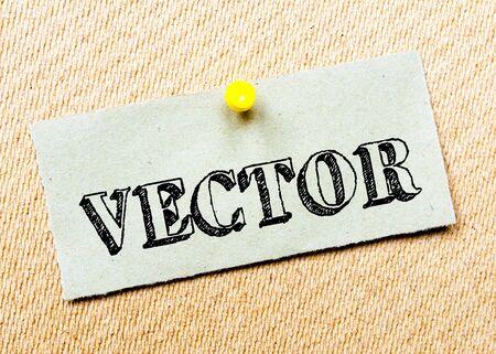 message vector: Reciclado nota de papel clavado en tarjeta del corcho. Vector de mensajes. Concepto de imagen