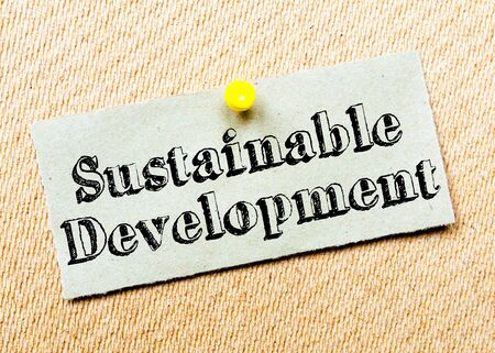 sustainable development: Recycled paper note pinned on cork board. Sustainable Development Message. Concept Image