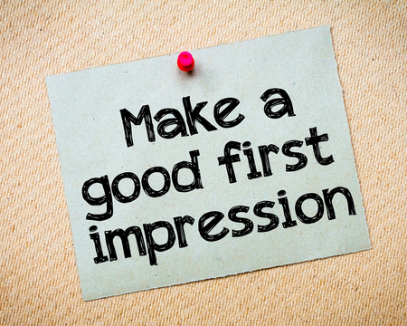 Make a first good impression Message. Recycled paper note pinned on cork board. Concept Image 스톡 콘텐츠