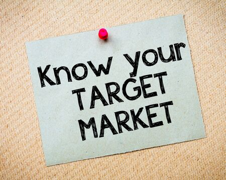 idioms: Know your Target Market Message. Recycled paper note pinned on cork board. Concept Image Stock Photo