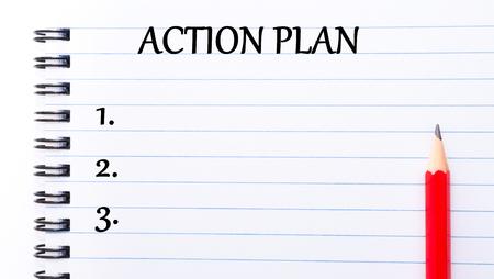 plan de accion: Plan de Acción del texto escrito en la página del cuaderno, lápiz rojo a la derecha