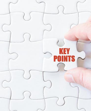 Laatste puzzelstukje met woorden BELANGRIJKE PUNTEN. Concept beeld