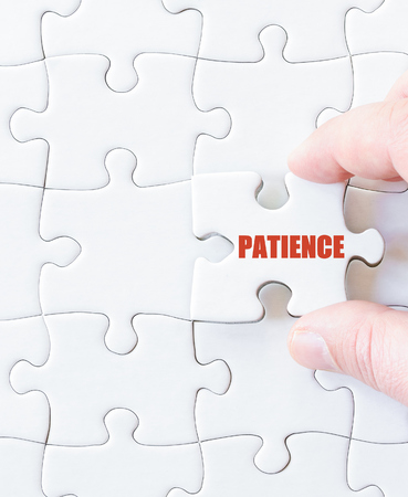 paciencia: �ltima pieza del rompecabezas con la palabra PACIENCIA. Imagen del concepto