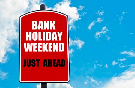 은행 휴일 주말 그냥 앞두고 동기 부여 견적 맑은 파란 하늘 배경 위에 절연 빨간색도 표지판에 작성합니다. 사용 가능한 복사본 공간이 컨셉 이미지 스톡 콘텐츠