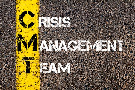 Concept beeld van bedrijf Acroniem CMT als Crisis Management Team overschreven wegmarkering gele verf lijn.